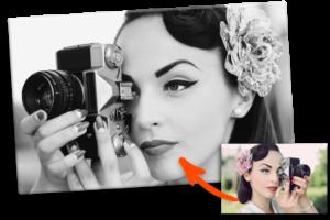 Foto en blanco y negro pequeña ejemplo mujer con camara