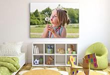 Foto lienzo ejemplo niña con diente de leon en cuarto de niño