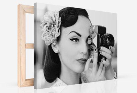 Foto lienzo en perspectiva ejemplo mujer con camara blanco negro