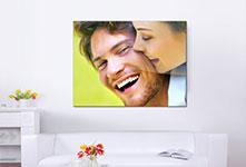 Salon metacrilato ejemplo pareja que rie
