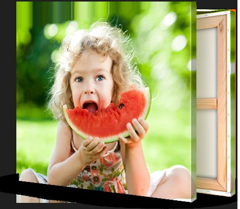 foto impresa en lienzo ejemplo niña comiendo sandia